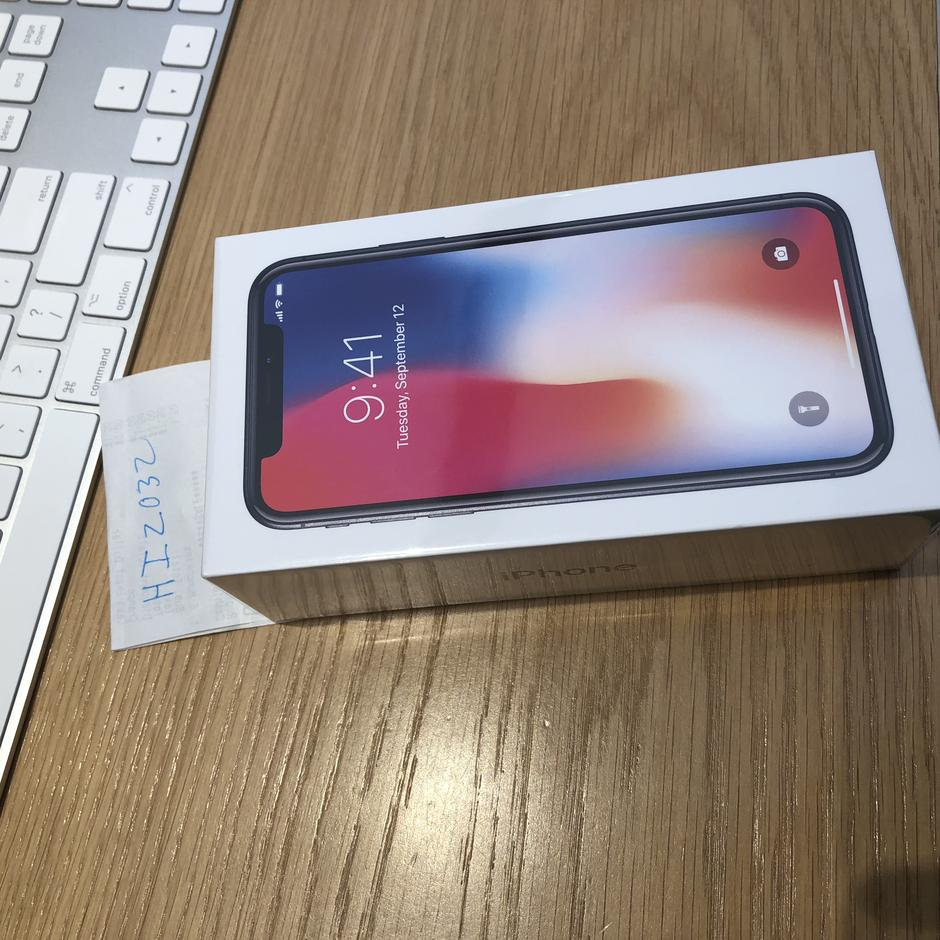 how to unlock iphone hiz032 apple iphone x unlocked for 1170 swappa 1170