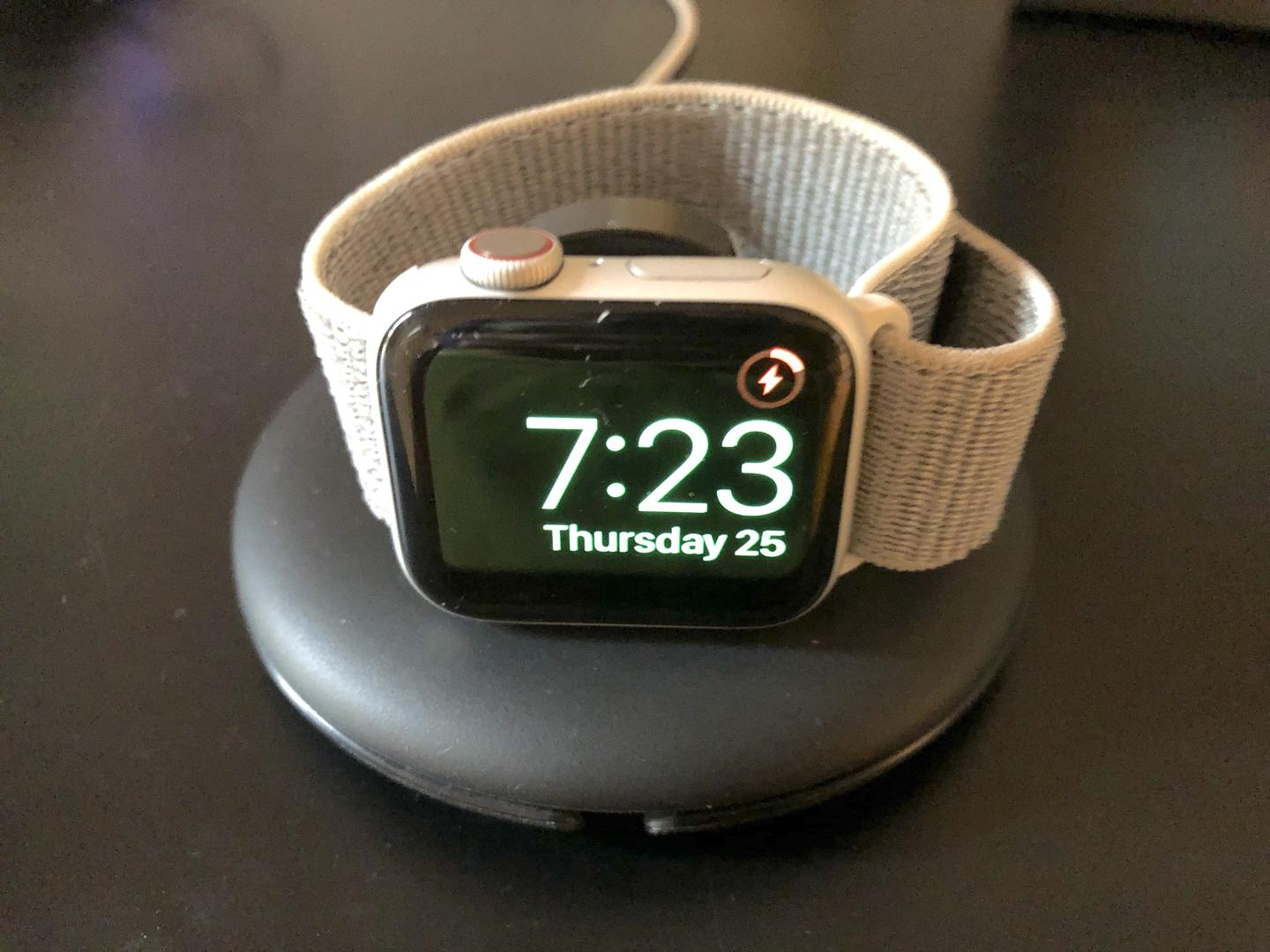 Apple Watch Series 4 40mm (AT&T) [A1975 - Cellular], Aluminum - Silver